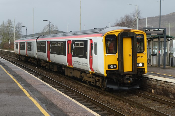 Class 150 a Ffynnon Taf