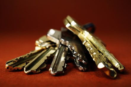 close-up-keys-metal-safety-333838