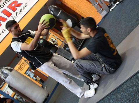 Amir training with protégée Umar at Gloves gym 002