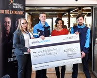 Dame Kelly Holmes accepts £20,000 Southeastern donation to help young people facing disadvantage: Dame Kelly Holmes Group 1 - cheque