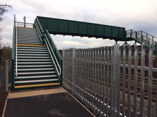 New footbridge makes it safer to cross the railway in Hagley: Sweetpool Lane footbridge