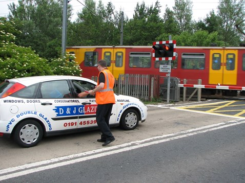 Tile shed level crossing - European day of action_003