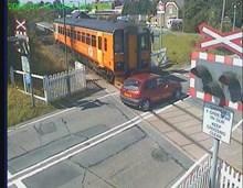 Motorist narrowly avoids train smash at Llangadog LX (still image): Llangadog LX (14.07.06) - driver misuse