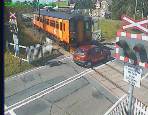 Motorist narrowly avoids train smash at Llangadog LX (still image)