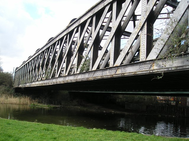 BOW RIVER BRIDGE TO GET MAKEOVER : Bridge over River Lea 1