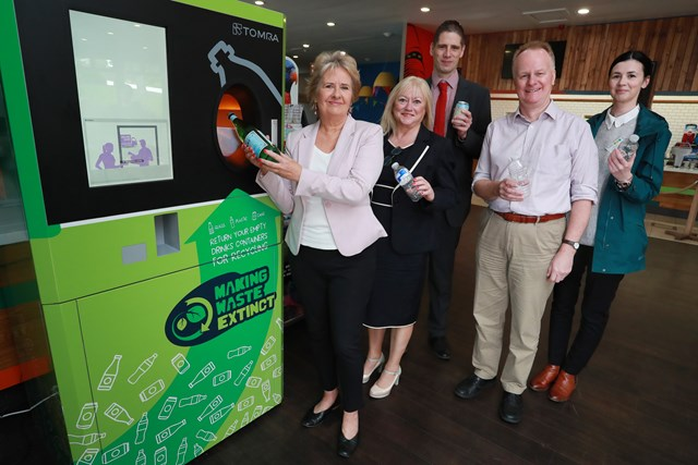 Reverse Vending Machine at Edinburgh Zoo 003