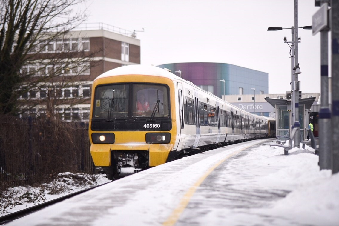 Class 465 in snow at Dartford-3