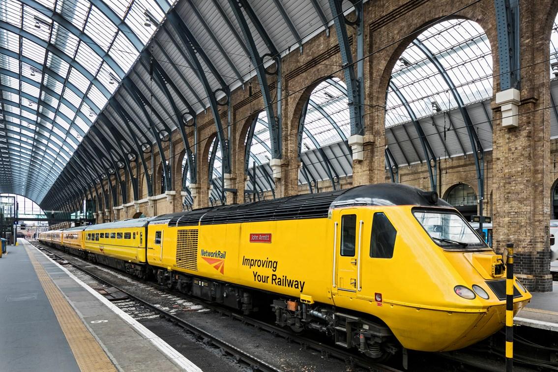 Maintenance contract awarded for Network Rail's 'Flying Banana' train: New Maintenance Train (NMT) at King's Cross platform