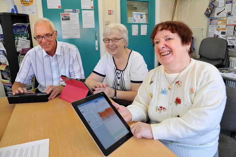 Social network helping older people bridge the digital divide: dsc_3748.jpg