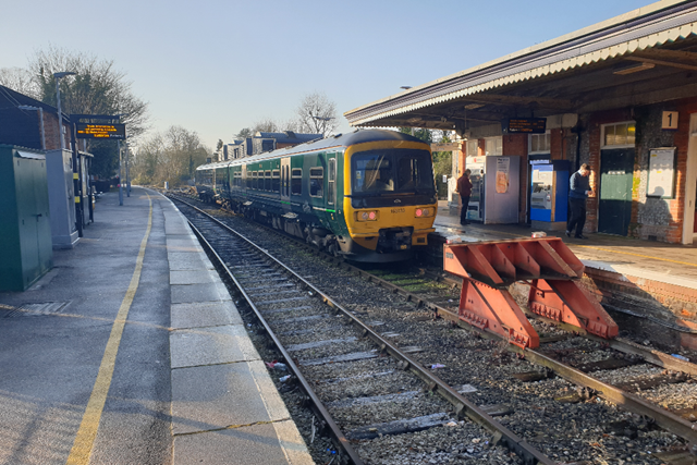 Rail improvements to impact journeys between Maidenhead and Marlow: 165133 at Bourne End