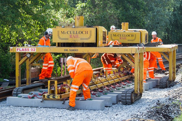 Oxfordshire passengers reminded of service alterations for railway upgrade work: RR2