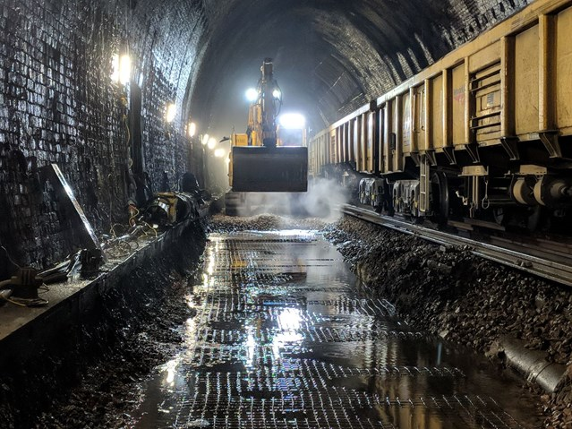 Passengers experience faster and more reliable journeys after £21million Sevenoaks tunnel refurbishment: Sevenoaks Tunnel Refurbishment 2018 (9)