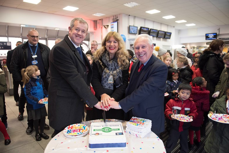 Bromley South station celebrates 160th birthday: Bromley160-cake-DW-Mayor-Bob-Neill