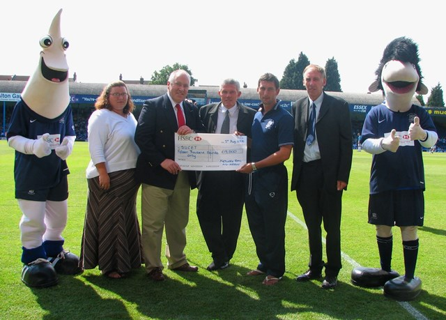 SOUTHEND FOOTBALL FANS GIVE RAILWAY CRIME THE RED CARD: Southend United Cheque Presentation