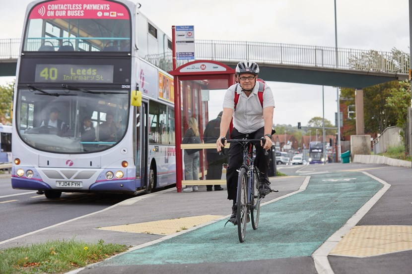 Leeds unveils ambitious air quality strategy to save lives and meet global standards by 2030.: Cycling on York Road