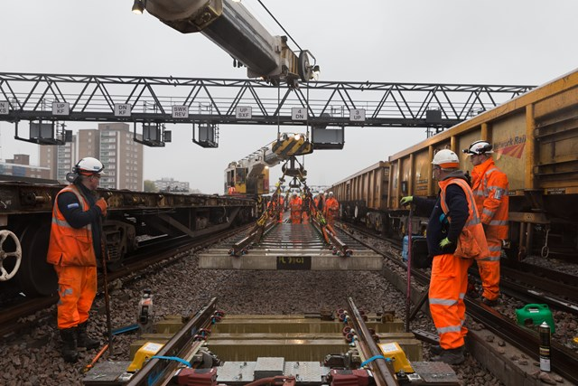 Final set of S&C: The final of 154 sets of points is installed on the tracks to the east of London Bridge station, which will connect line 4 to the flyover at Bermondsey.