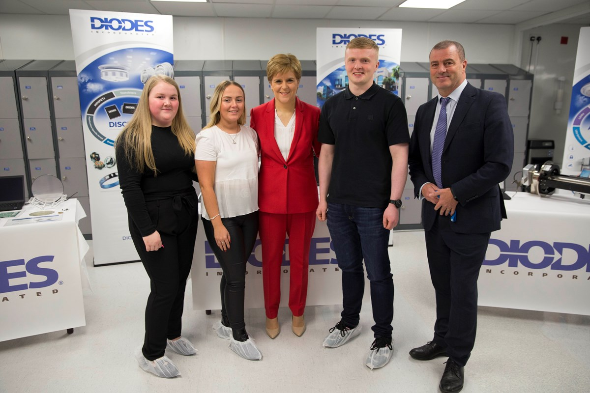 Diodes9: (L-R) Diodes apprentices Aimee Cooke and Caitlin Kirk, First Minister Nicola Sturgeon, Diodes apprentice Ross MacDonald and Scottish Enterprise chief executive Steve Dunlop