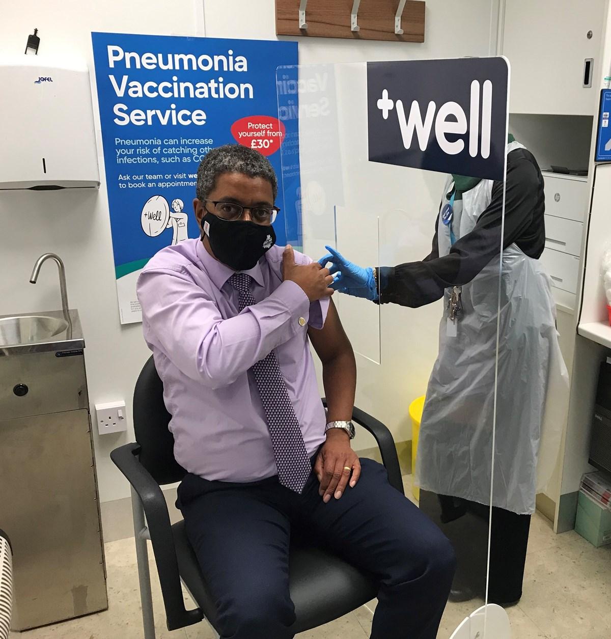 Health Minister flu vaccine-2