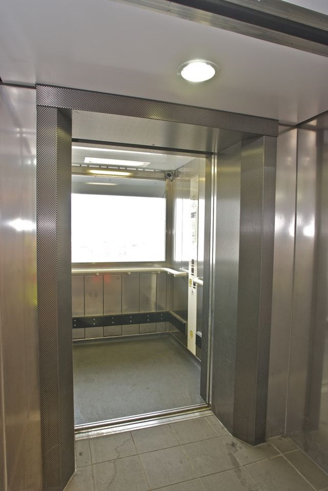 Clapham Junction lifts-2