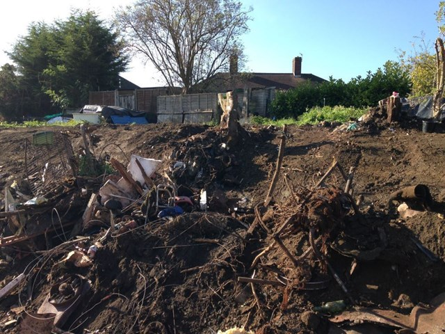 Network Rail makes plea to Oxfordshire residents not to dump rubbish on the railway: Network Rail makes plea to Oxfordshire residents not to dump rubbish on the railway: Flytipping in Oxfordshire-4