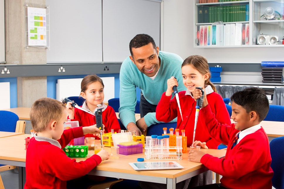 Reducing infant class sizes - Progress report 2017-19 - Images - Getty Images 487741060 (cover)