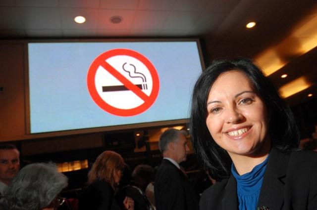 Caroline Flint launches No Smoking at stations: Health Minister Caroline Flint launches No Smoking at stations