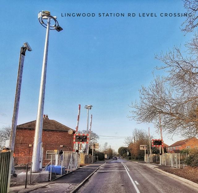 Lingwood sation road level crossing