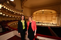 First Minister Nicola Sturgeon and TripAdvisor Senior Vice President Robin Ingle announce a new collaboration between VisitScotland and TripAdvisor during a meeting at Carnegie Hall in New York.-2