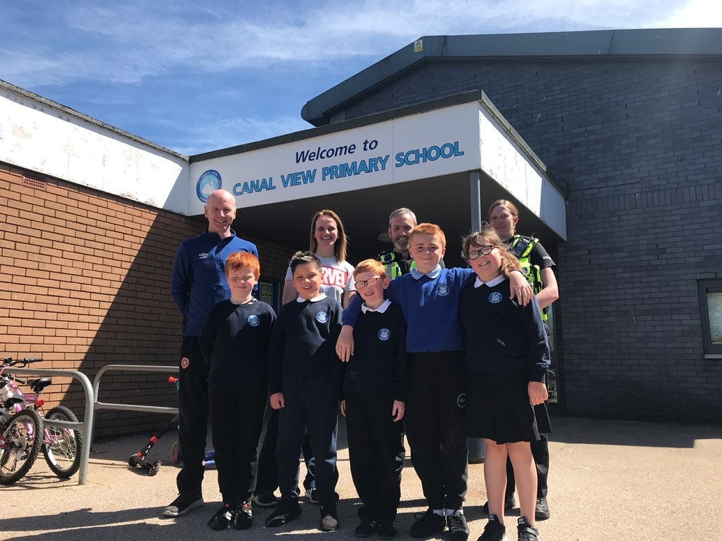 Heart of Midlothian joins forces with Network Rail to raise awareness of rail safety: Hearts and BTP at Canal View Primary