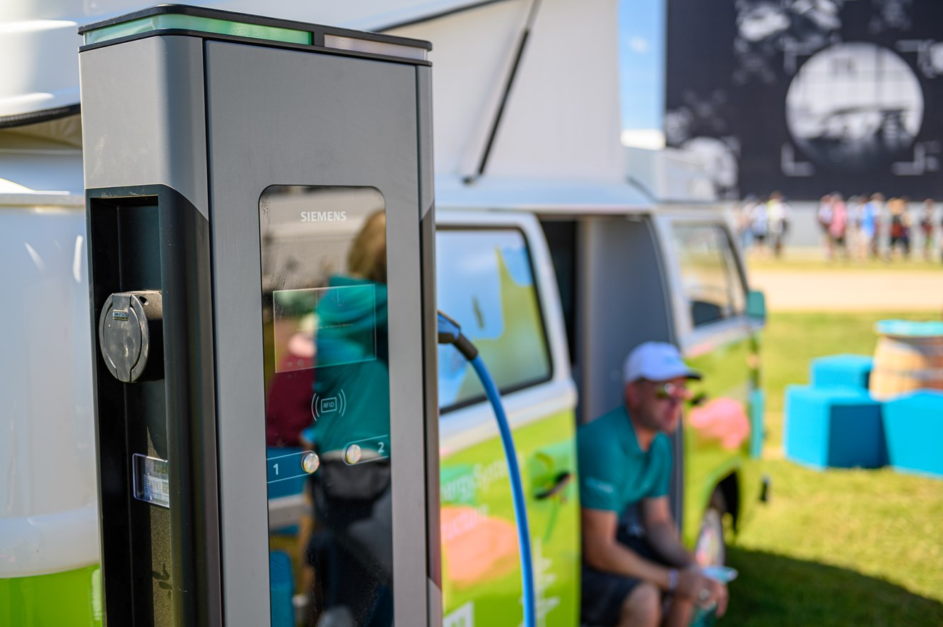 Siemens supplies EV charging technology for SMMT Drive Zero event: ZES-1261 large
