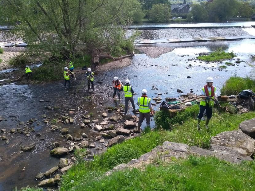 Volunteers needed to help in river clean-up efforts in Otley: otleycleanuphumanchainmay2019002-865937.jpg