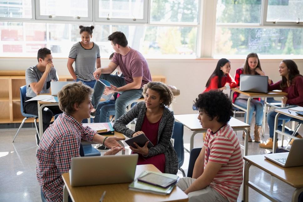 Gweinidog Addysg yn cyhoeddi trefniadau arholi ar gyfer blynyddoedd 10 a 12: Classroom-2