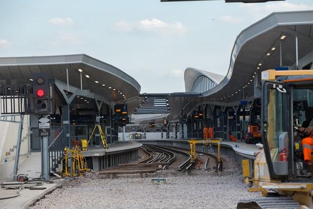 London Bridge - Charing Cross platforms: Sunday on site at London Bridge The new Charing Cross platforms