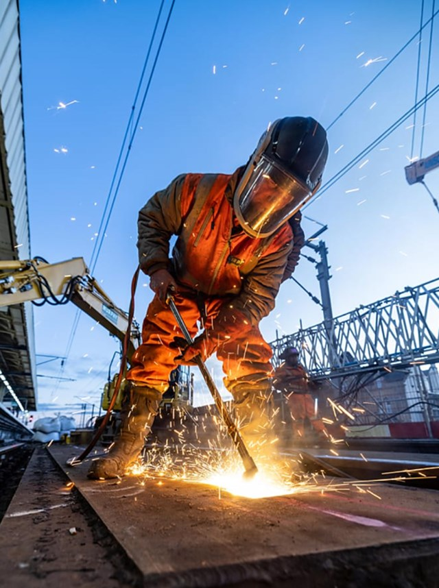 Cutting-Warrington-Bank-Quay's-old-bridge-decks