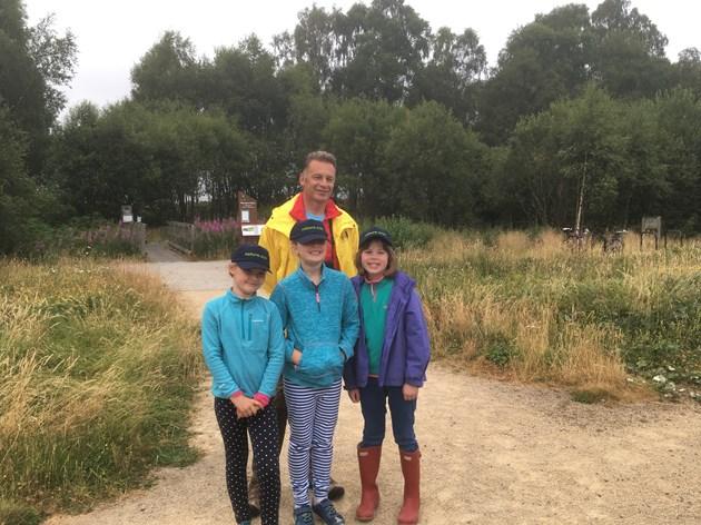Bioblitz Chris Packham with volunteers (l-R) Shona, Niamh, Deia