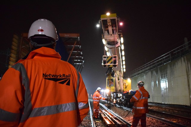 Work at the Stockley Flyover  192037: Crossrail