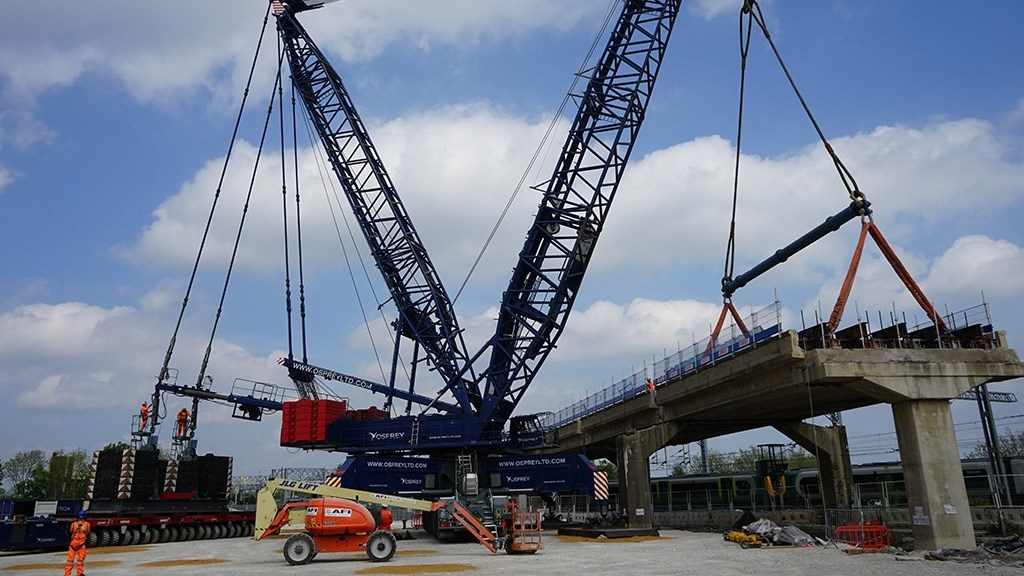 Up, up and away: 1960s West Coast main line railway flyover has lift off: Bletchley flyover removal 1 (1)