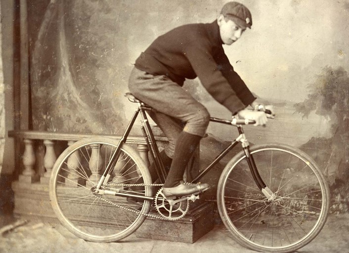 Saddle up for celebration of vintage cycling style on TdY weekend: cyclistinkneebreechesandpeakedcap1905-2.jpg