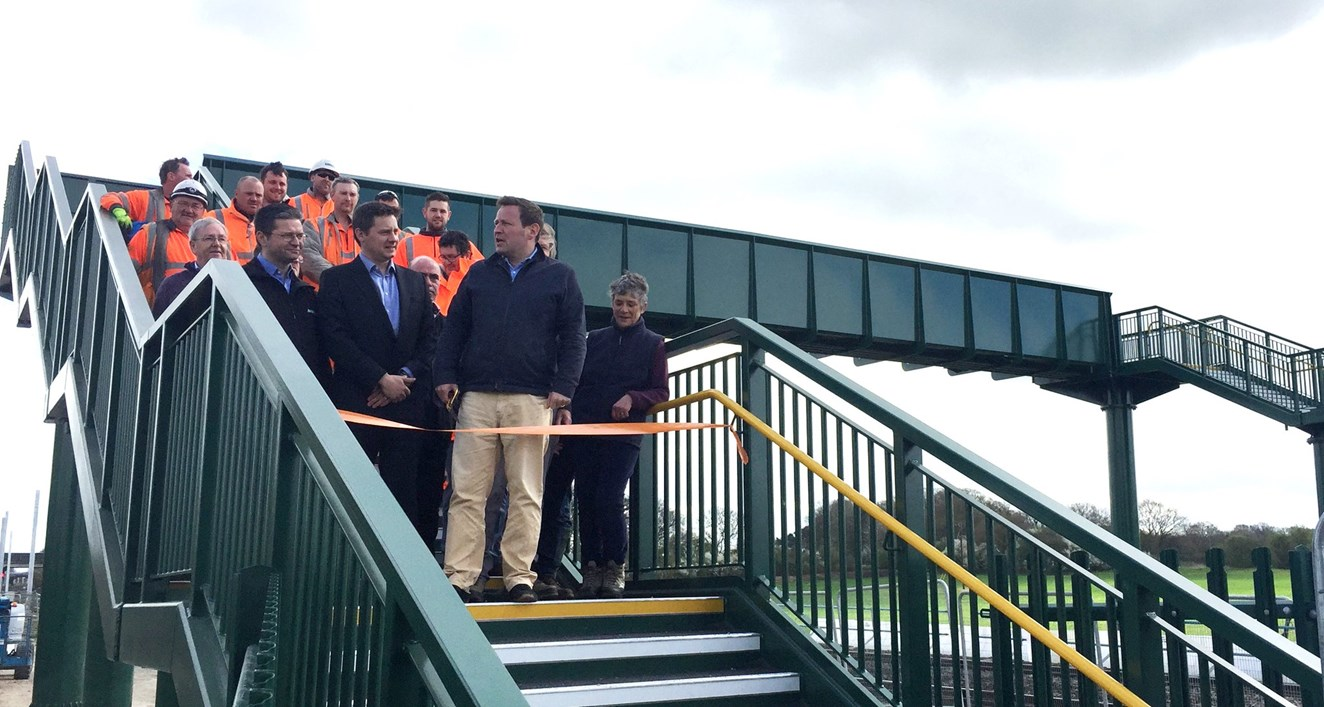 Safety boost for Oxfordshire residents as new footbridge opens as part of Railway Upgrade Plan: C8P9JH5XUAAVD3N