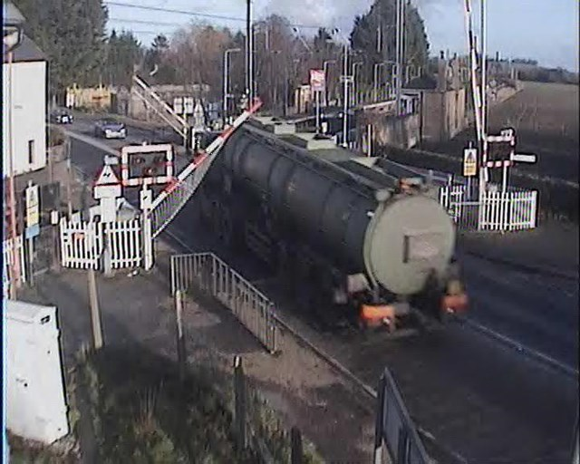 Tanker driver runs the risk at Foxton crossing, Cambs (3)