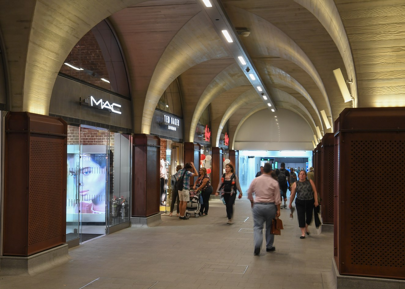 Passengers' need for convenience sparks growth in Christmas retail sales: New retailers in the Western Arcade at London Bridge station