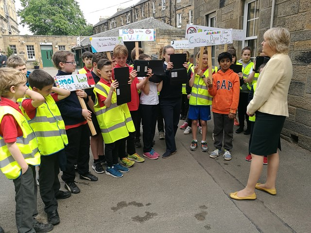 Environment Secretary Roseanna Cunningham discusses air pollution with pupils from Sciennes Primary school, Edinburgh for National Clean Air Day