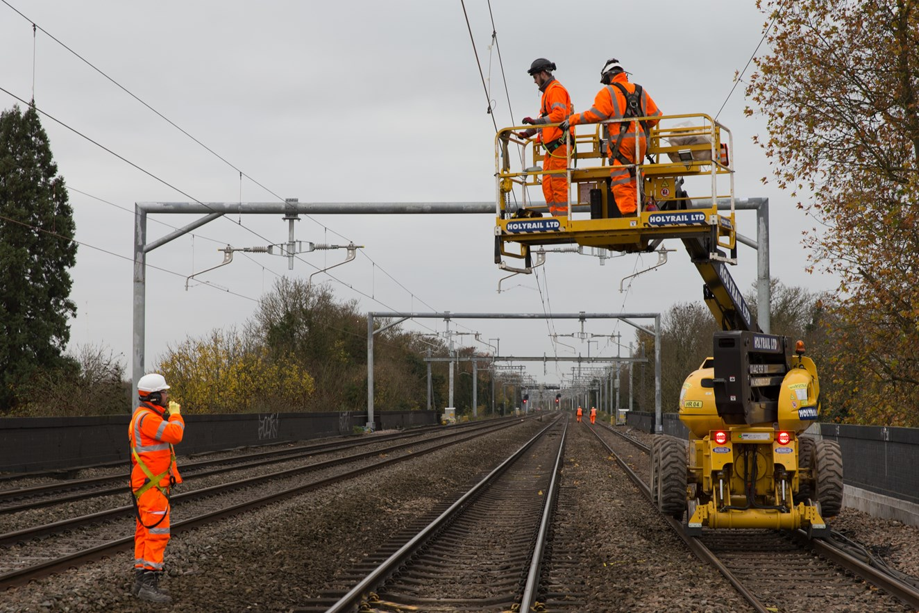 Better access to Newbury station a step closer as work to replace footbridge begins: Electrification continues as part of Network Rail's Railway Upgrade Plan