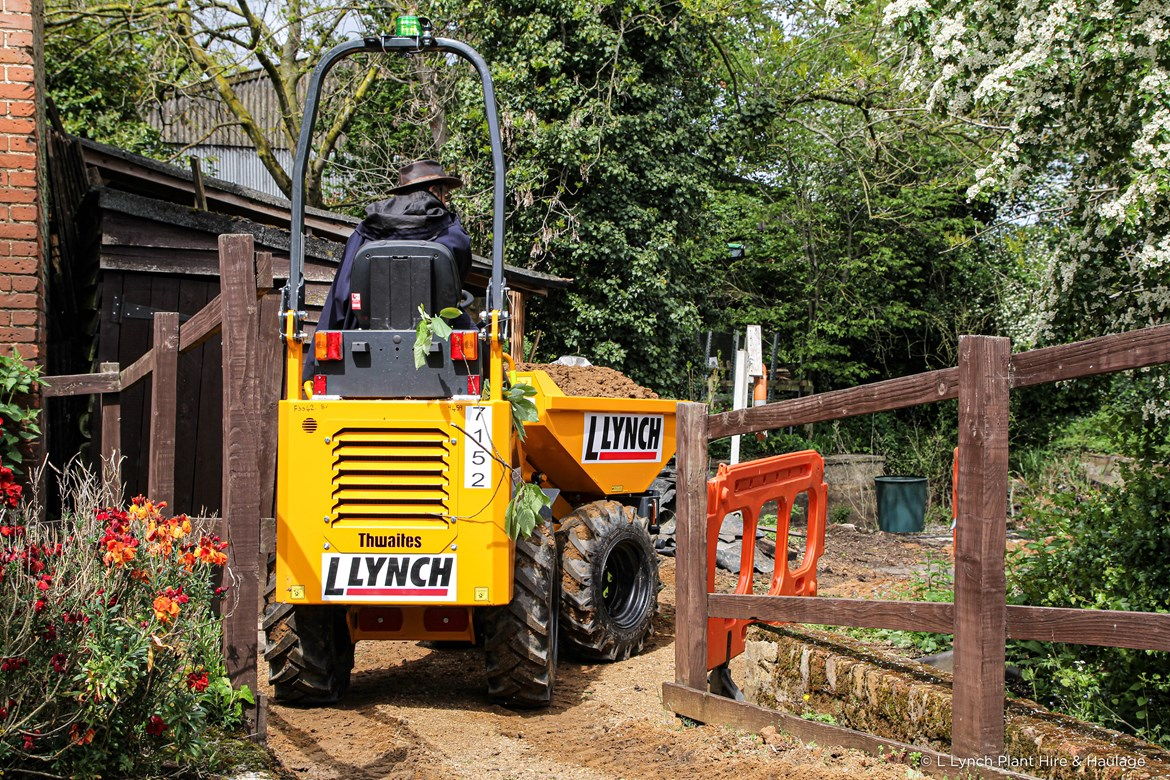 Lynch supports Iver Environment Centre-2