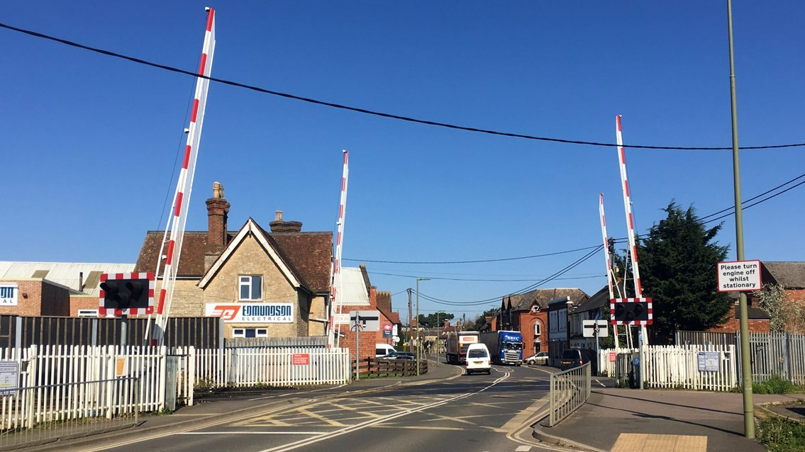 Road closure for August bank holiday Bicester level crossing work: Bicester London Road level crossing image