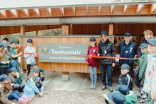 Tentsmuir Pavilion opening with SNH CEO Francesca Osowska, Tom Cunningham and Newport Primary pupils - credit SNH