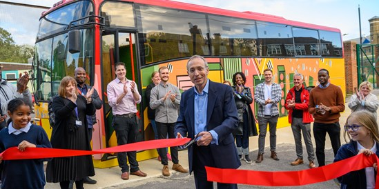 HS2 donate new classroom bus to Old Oak Primary School: HS2 contractor donates classroom bus to London school-6