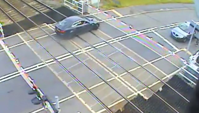 Portobello Juntion Level crossing trapped car
