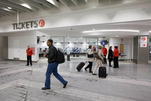 New Birmingham New Street - bigger, brighter ticket office: New Birmingham New Street opens to passengers