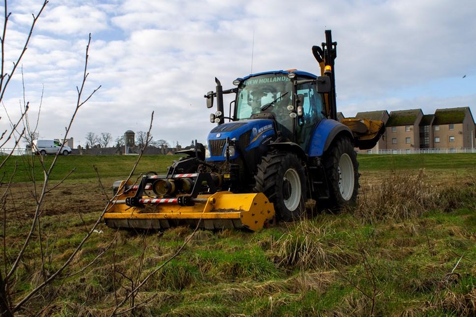 Grass cutting begins in Moray: robomow04